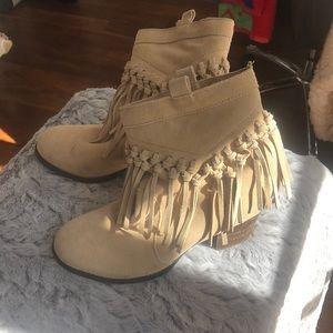 Sbicca tan suede fringe ankle boots block heel
